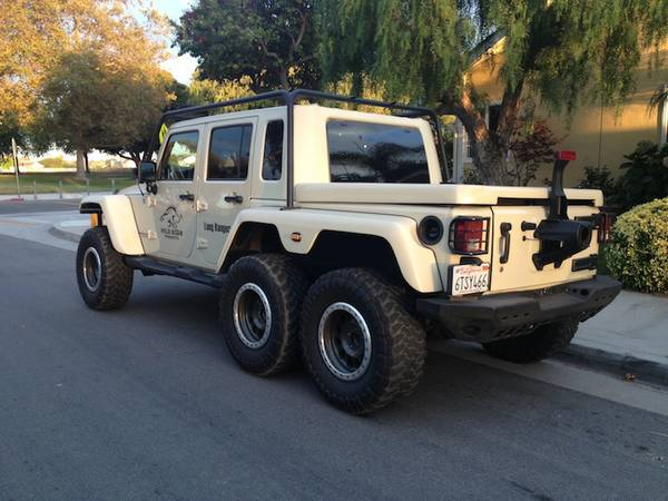 the-jeep-wrangler-6x6-pickup-truck-has-a-hemi-v8-photo ...