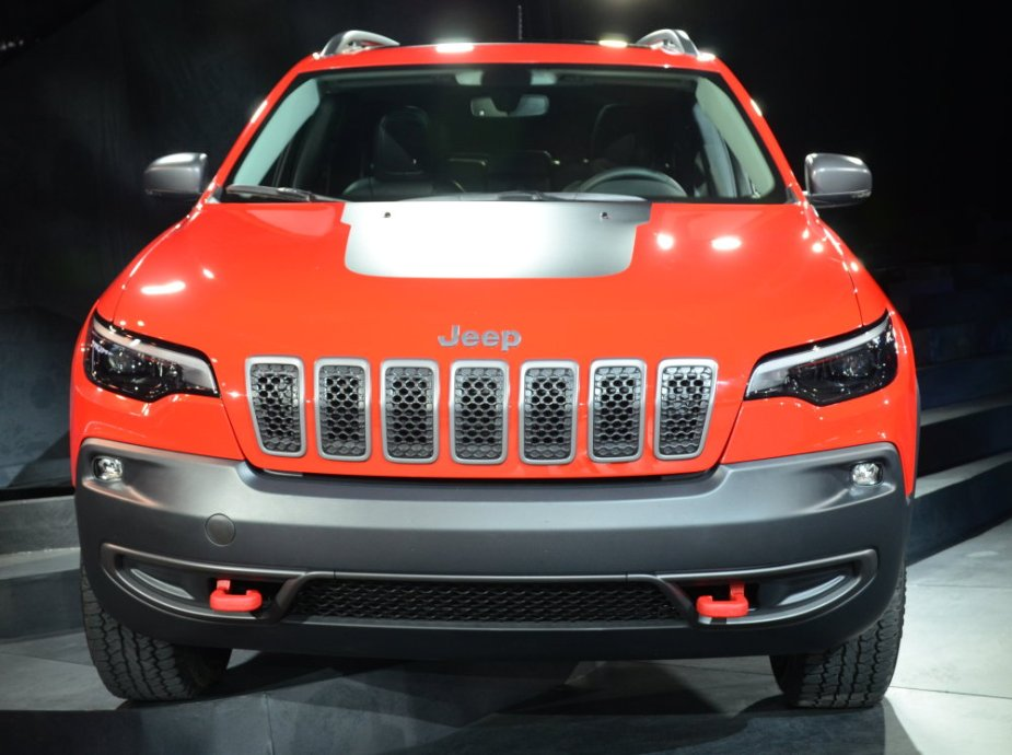 2019 Cherokee Trailhawk Front