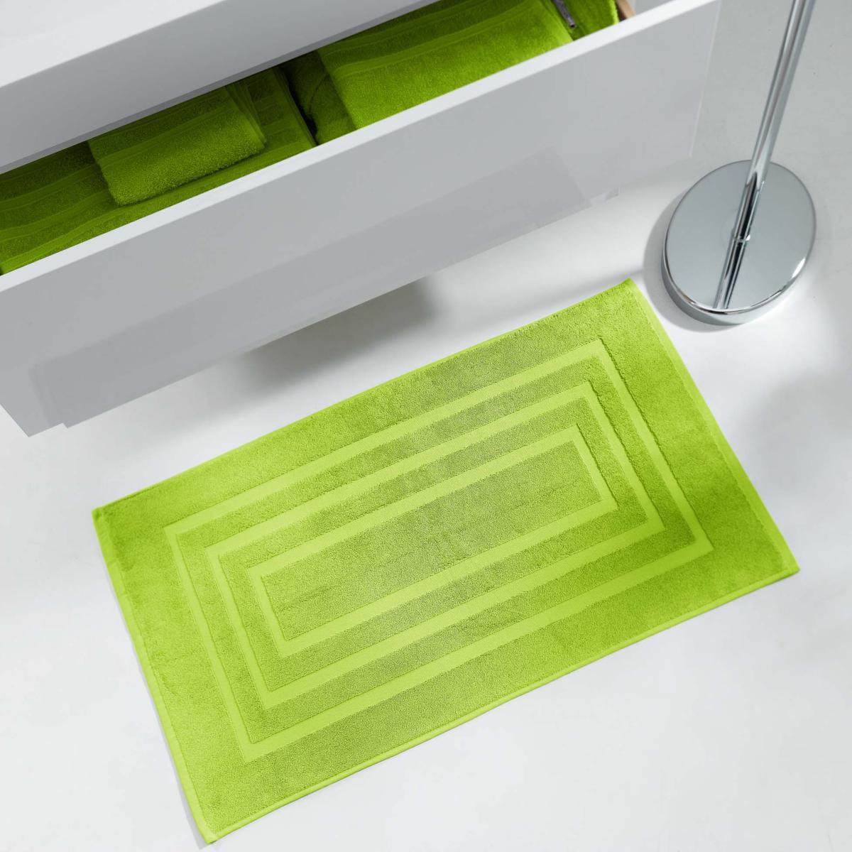 tapis de sortie de bain 50x85cm uni vert anis