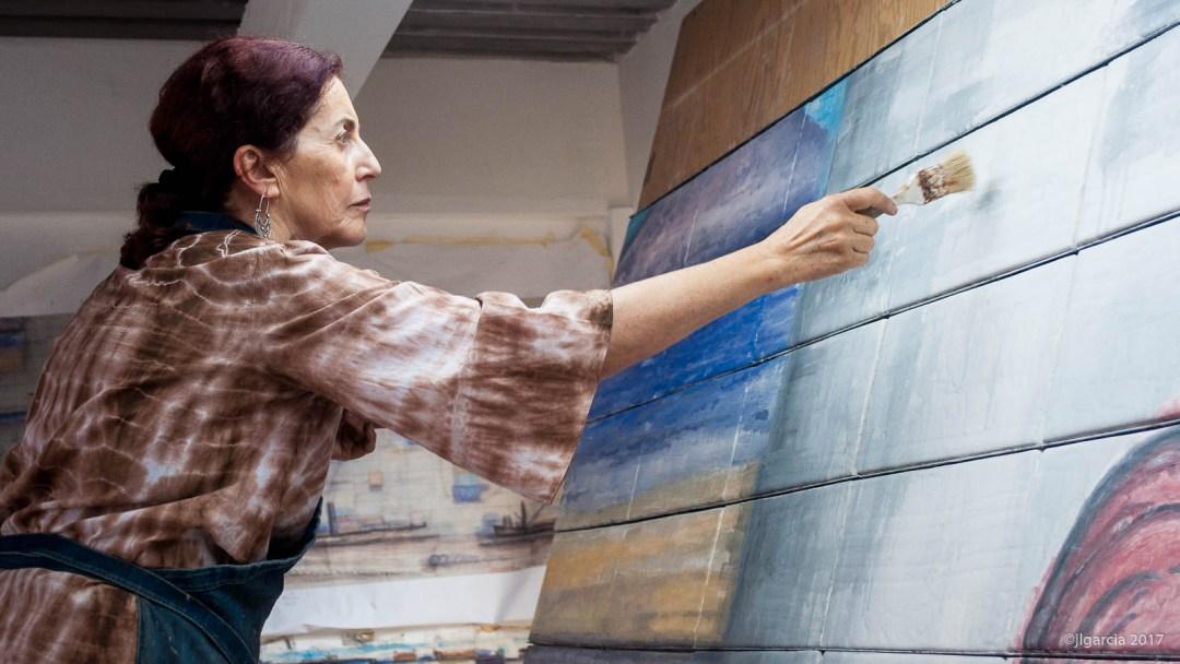 Estela pintando