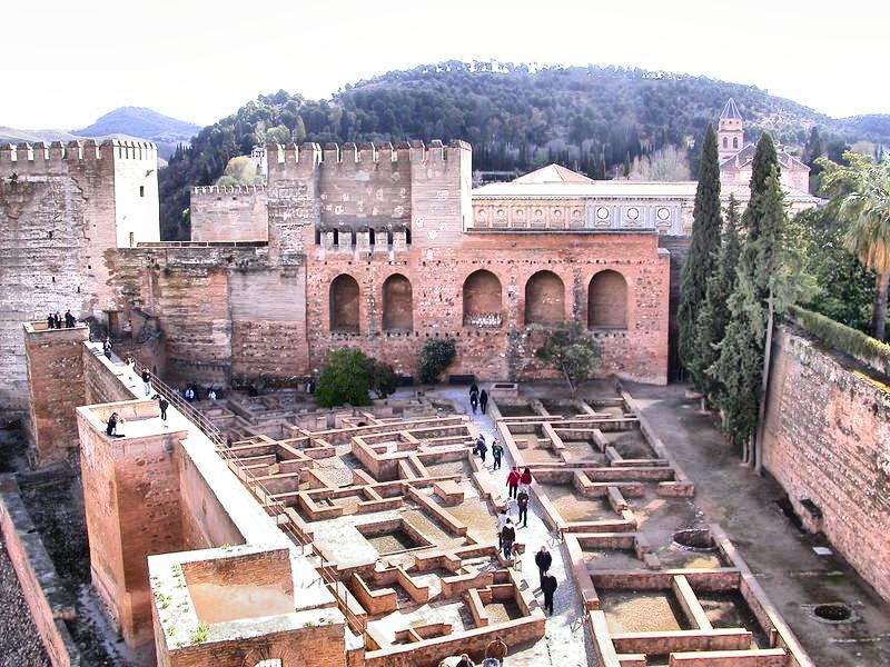 alhambra granada estancias
