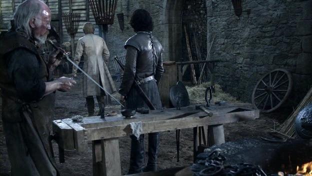 Aguja, en manos de Mikken, el armero de Invernalia