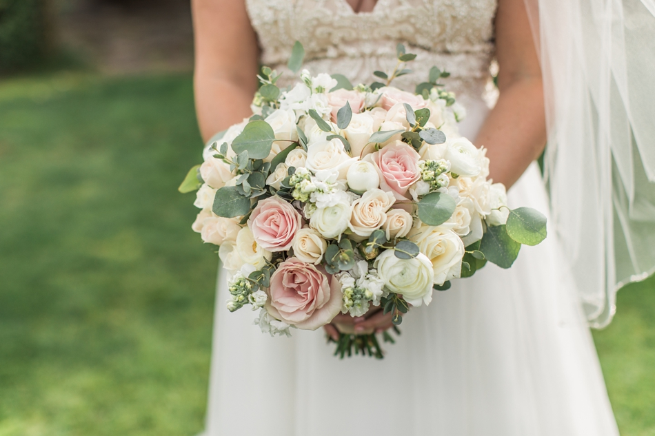 Photo of bridal bouquet at a Hidden Meadows Farms wedding in Snohomish, a rustic yet elegant wedding venue near Seattle. | Joanna Monger Photography