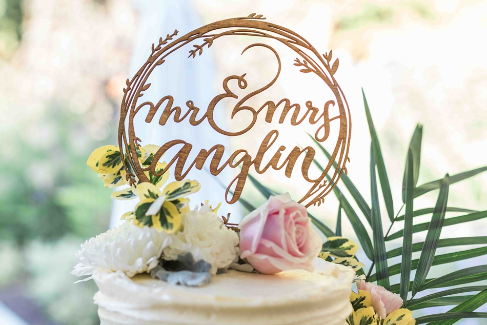 A gorgeous cake at Twin Willow Gardens in Snohomish. Photographs by Joanna Monger Photography, Snohomish's Best Wedding Photographer.
