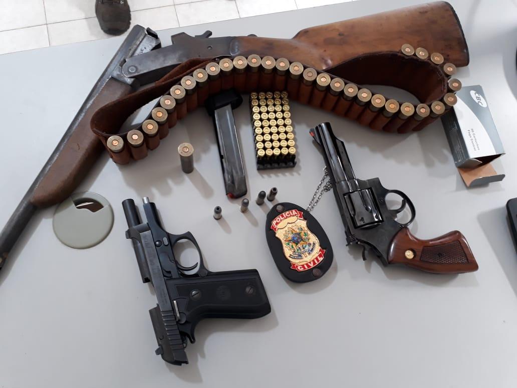 POLICIAIS CIVIS DA 19@ SECCIONAL EM SOUSA APREENDEM TRÊS ARMAS DE FOGO EM POMBAL.
