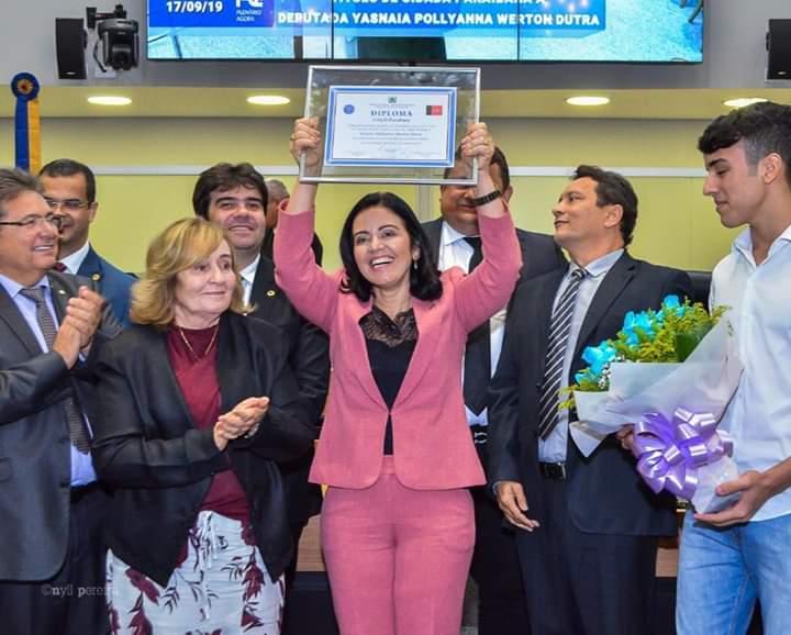 ALPB concede título de cidadania paraibana à deputada Pollyanna Dutra* _Sessão solene contou com a presença de parlamentares, familiares e amigos