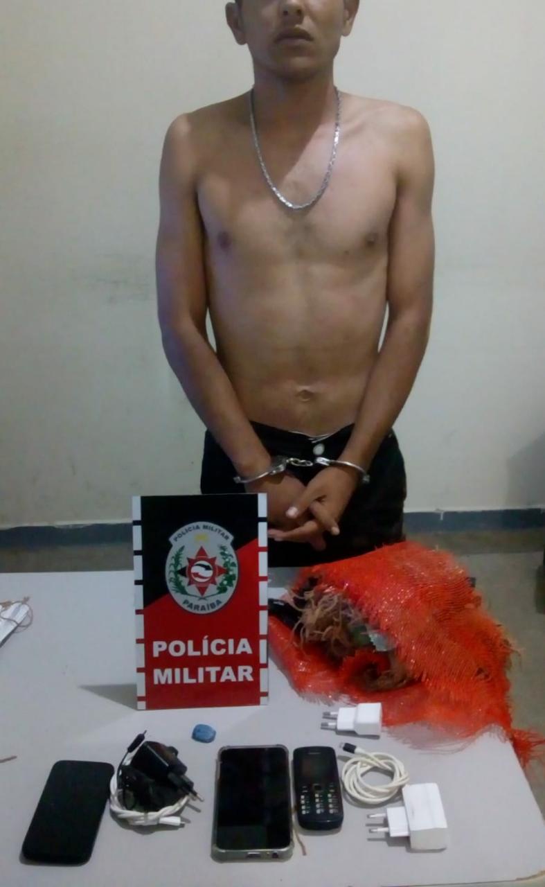 POLÍCIA MILITAR FRUSTRA ARREMESSO DE CELULARES E DROGA PARA DENTRO DE PRESÍDIO E PRENDE JOVEM EM CATOLÉ DO ROCHA