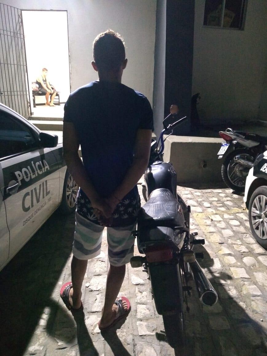POLICIAIS MILITARES DO BOPE PRENDEM INDIVÍDUO PRATICANDO DIREÇÃO PERIGOSA NA CIDADE DE CAJAZEIRAS