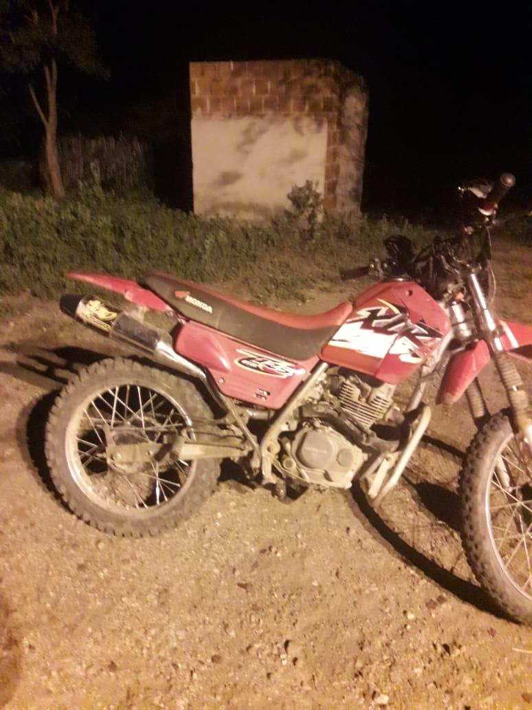 Em Conceição: Polícia Militar recupera moto com queixa de furto/roubo.