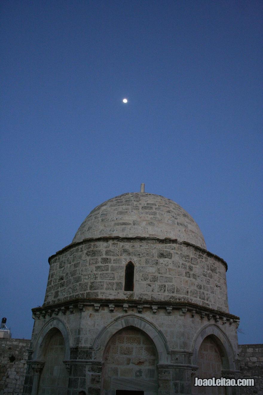 Exterior da Capela da Ascensão de Jesus no Monte das Oliveiras em Jerusalém