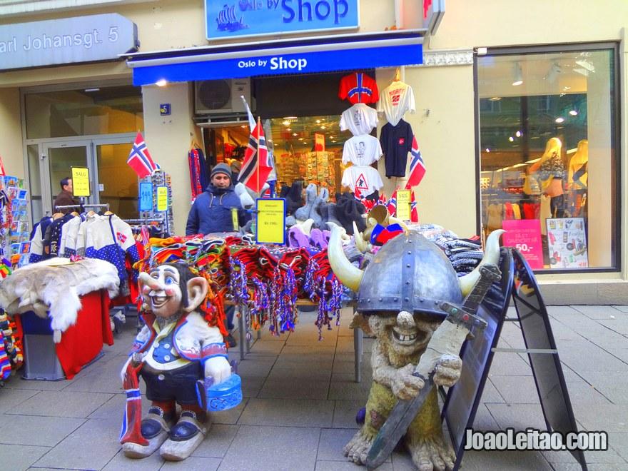Foto de lojas Souvenirs nas ruas de Oslo