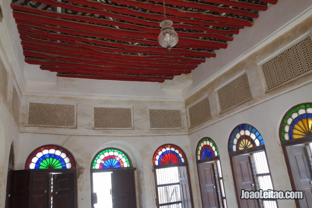 Interior da casa do Shaikh Isa Bin Ali em Murharraq