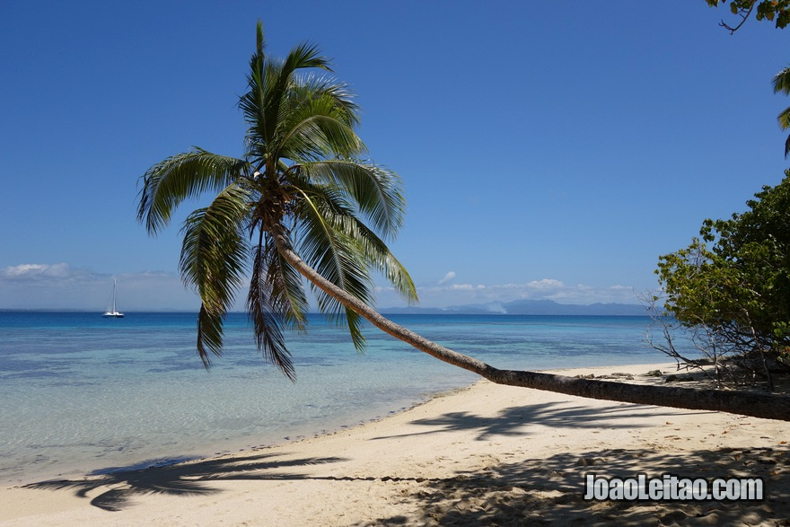 Praia do Hotel Leleuvia Island Resort nas Ilhas Fiji