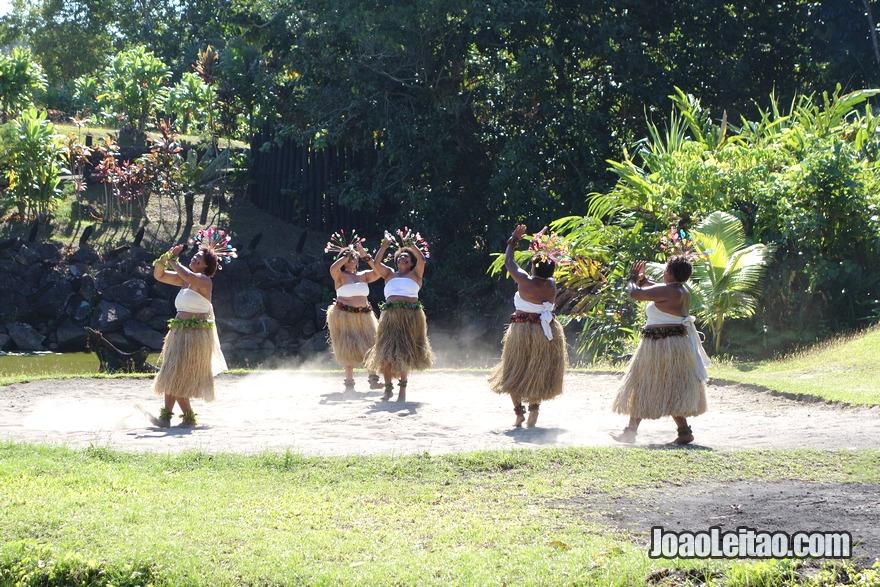 Assistir a um show de dança de mulheres fijianas