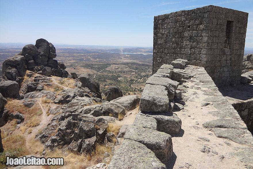 Castelo de pedra em Monsanto