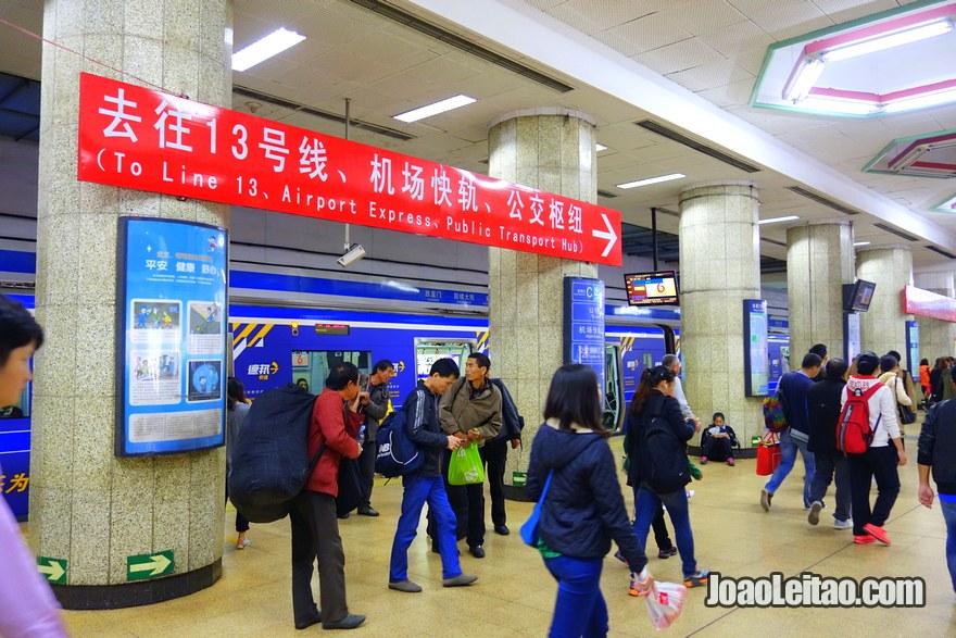 Passo 3 - sair na Estação Dongzhimen e seguir direcções para Airport Express