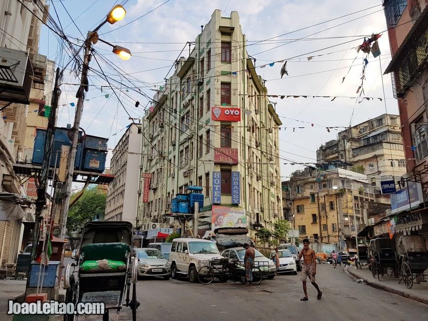 Fachada do Hotel Embassy em Calcutá