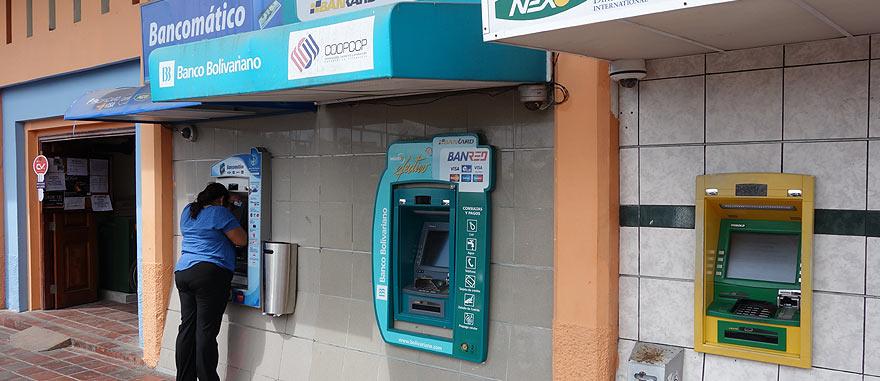 Máquinas ATM em Puerto Ayora - na Ilha de Santa Cruz, Galápagos