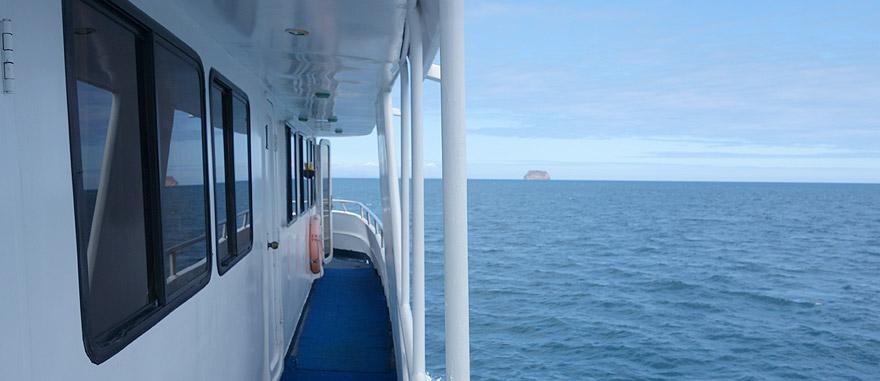 Estibordo do cruzeiro nas Galápagos Estrella del Mar