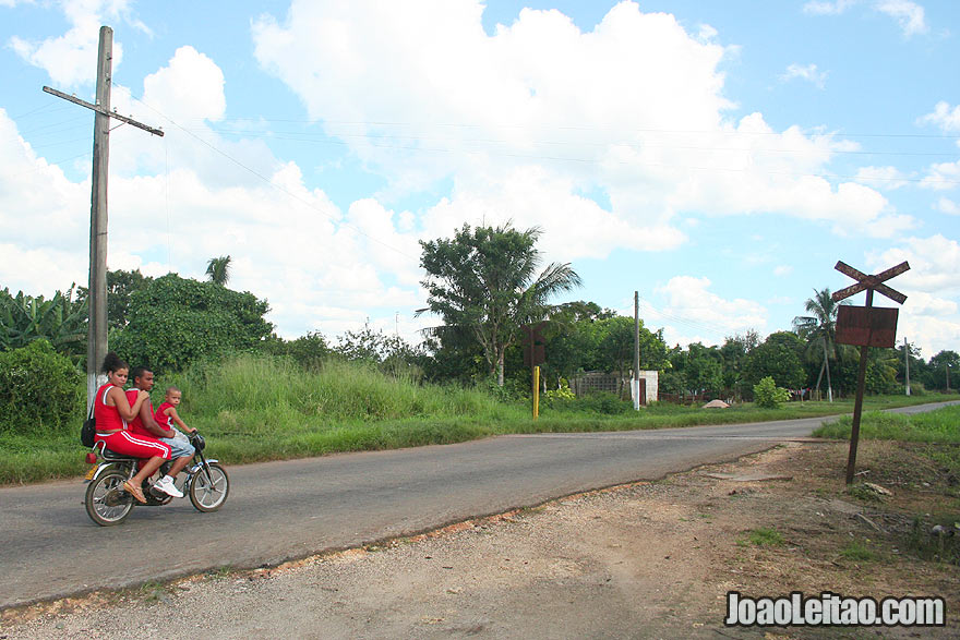 Family on motorbike in Cuban countryside