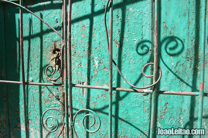 Green window detail in Remedios