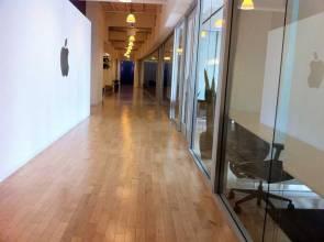Pasillos interiores de las oficinas de Apple en Irlanda