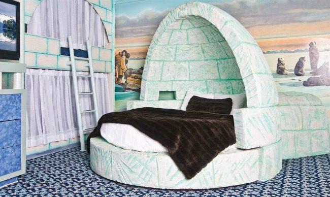 Fantasyland hotel room