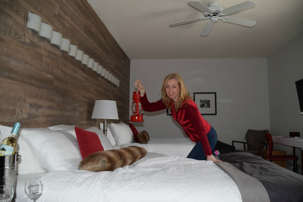 Elk and Avenue guest room