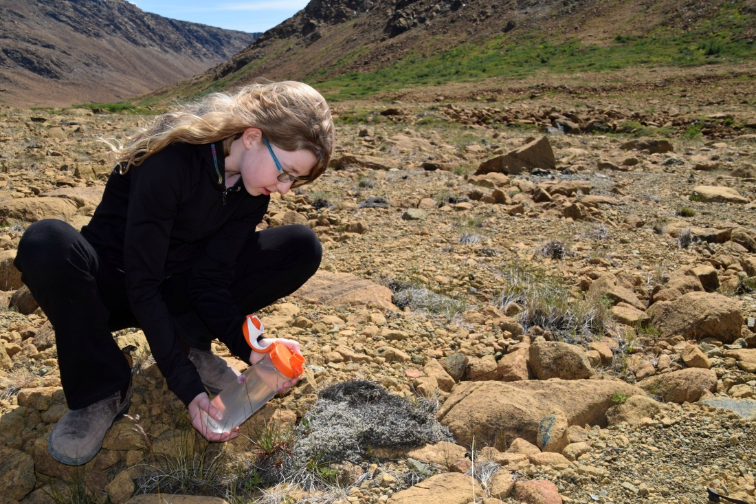 girl hiking Tablelands trail