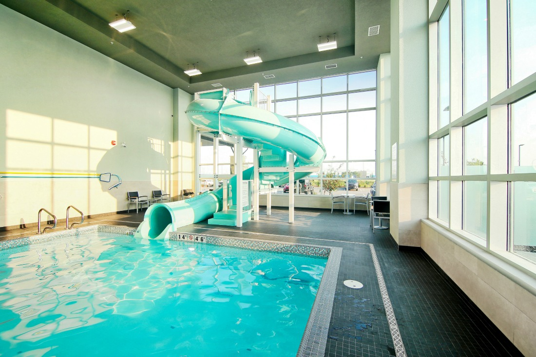 Holiday Inn Airport Hotel pool