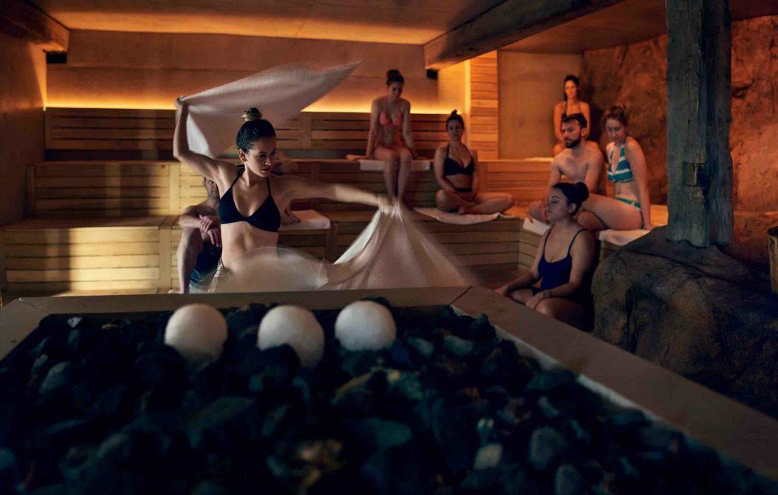 Aufguss sauna therapy