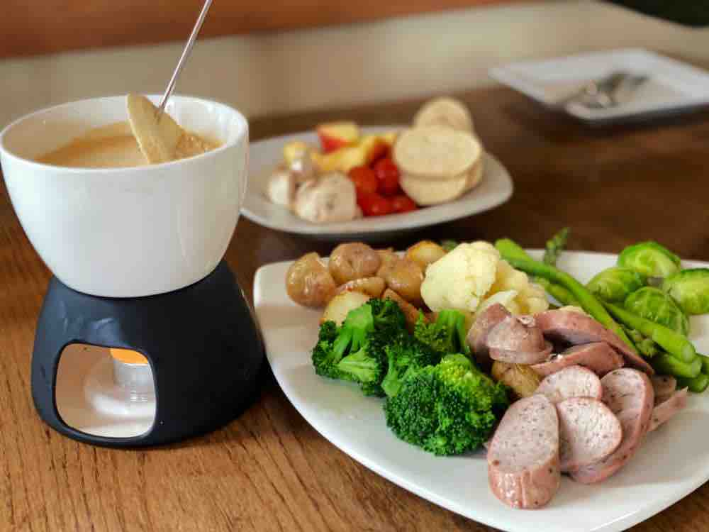 Cheese fondue with vegetables