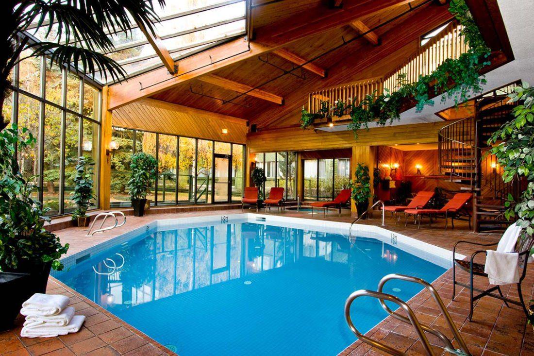 Chateau Jasper pool
