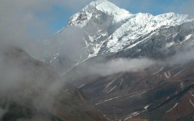 Uitzicht op de top van de Pandim (6691 mtr) onderweg, Dzongri Trek, Sikkim, India 2009