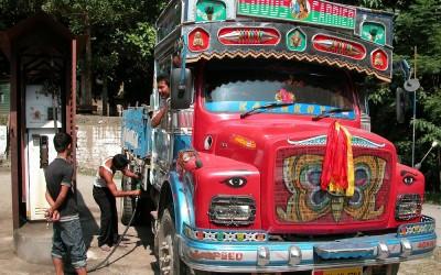 Tankstation, onderweg, West Bengalen, India, 2009