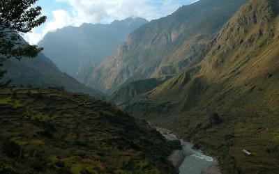 Onderweg van Philim naar Bihi, Manaslu Trekking, Nepal, 2006