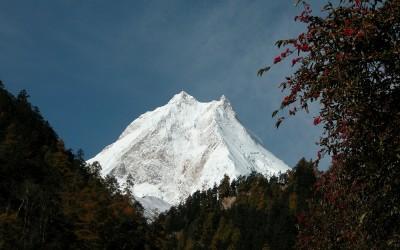 Uitzicht op de Manaslu tussen Namrung en Lho, Manaslu Trekking, Nepal, 2006