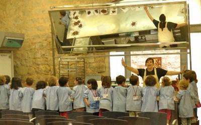 Barcelona, kleuters bezig met chocolade in het Chocolademuseum