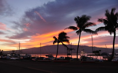 Zonsopkomst in de haven van maalaea, Maui, Hawaii, 2011