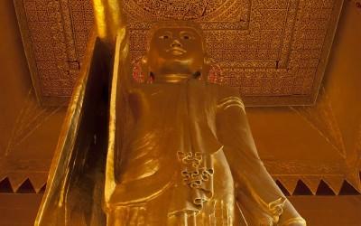 Myanmar, Mandalay, Sutaungpyi-Pagode, Boeddha wijst zijn leerling Ananda de plek waar later de heilige stad zou verrijzen