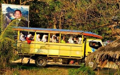Persoonsvervoer, Flores, Indonesië, 2012
