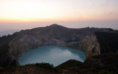Zonsopgang bij Gunung Kelimutu, Flores, Indonesië, 2012