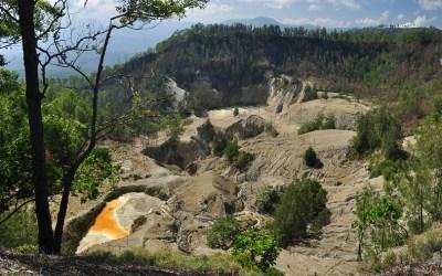 De krater van Inielika Vulkaan, Flores, Indonesië, 2012