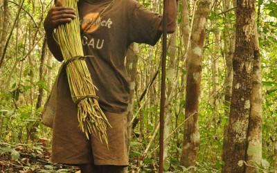 Ontmoeting tijdens hike vanuit Bajawa naar Ngada dorp Belahragi, Flores, Indonesië, 2012
