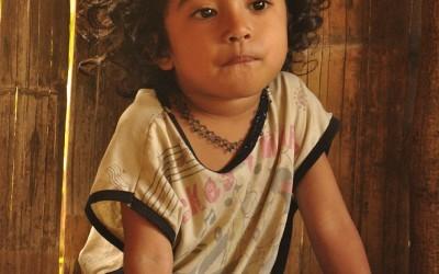 Meisje onderweg naar Ruteng, Flores, Indonesië, 2012