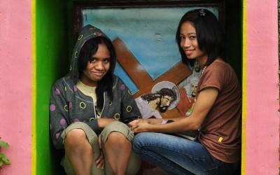 De kruisweg is ook om te schuilen voor de regen, Ruteng, Flores, Indonesië, 2012