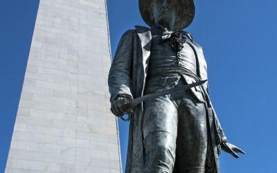 Beeld van Colonel William Prescott, met op de achtergrond Bunker Hill Monument, Boston MA, USA, 27-9-2015