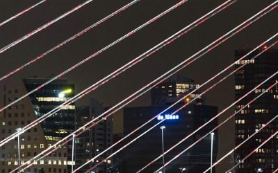Skyline Rotterdam door Erasmusbrug, Rotterdam, Nederland, 19-3-2016