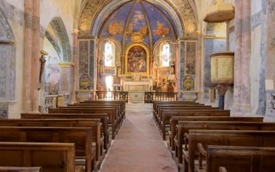 Kerkje boven Oppéde le Vieux, Provence, Frankrijk, 3-7-2016
