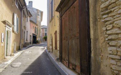 Straatje in Goult, Provence, Frankrijk, 3-7-2016